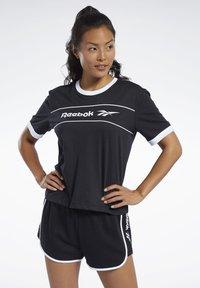 Reebok Classic - CLASSICS LINEAR TEE - T-shirts med print - black - 0