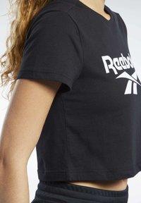 Reebok Classic - CLASSICS VECTOR CROP TOP - T-shirt print - black - 4