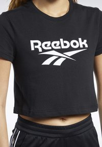 Reebok Classic - CLASSICS VECTOR CROP TOP - T-shirt print - black - 3