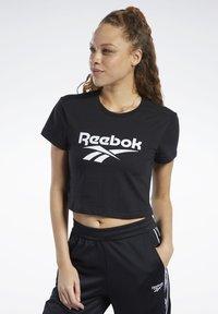 Reebok Classic - CLASSICS VECTOR CROP TOP - T-shirt print - black - 0