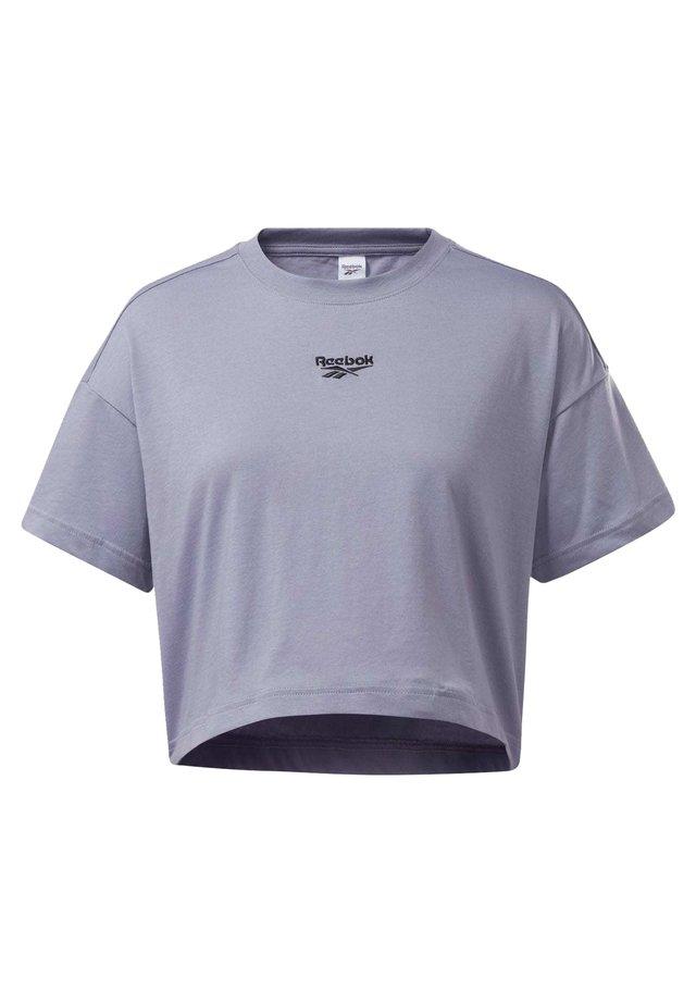 CROPPED T-SHIRT - Print T-shirt - purple
