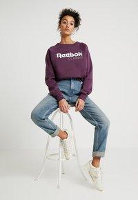Reebok Classic - ICONIC CREW - Bluza - urban violet - 1