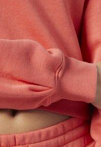 Reebok Classic - REEBOK CLASSICS FLEECE SWEATSHIRT - Sweatshirt - pink - 5