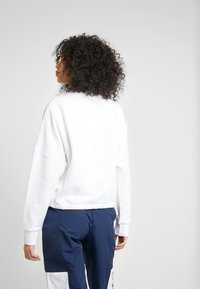 Reebok Classic - GRAPHIC SERIES CASUAL LONG SLEEVE PULLOVER - Bluza - white - 2