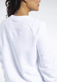 Reebok Classic - CLASSICS VECTOR CREW SWEATSHIRT - Bluza - white - 3
