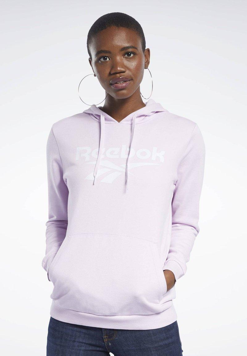 Reebok Classic - CLASSICS VECTOR HOODIE - Hoodie - pixel pink