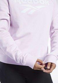 Reebok Classic - CLASSICS VECTOR CREW SWEATSHIRT - Sweatshirt - pixel pink - 5
