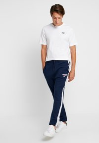 Reebok Classic - VECTOR JOGGING PANTS - Tracksuit bottoms - collegiate navy - 1