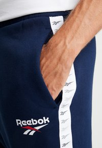 Reebok Classic - VECTOR JOGGING PANTS - Tracksuit bottoms - collegiate navy - 4