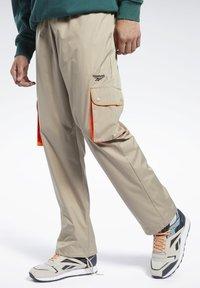 Reebok Classic - CLASSICS TRAIL PANTS - Tracksuit bottoms - beige - 0