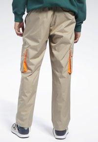 Reebok Classic - CLASSICS TRAIL PANTS - Tracksuit bottoms - beige - 2
