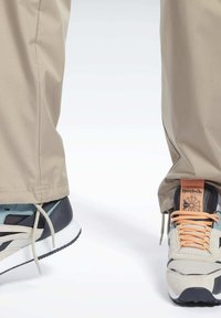 Reebok Classic - CLASSICS TRAIL PANTS - Tracksuit bottoms - beige - 4