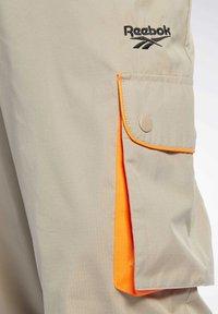Reebok Classic - CLASSICS TRAIL PANTS - Tracksuit bottoms - beige - 3