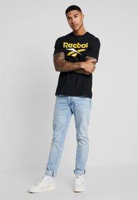 Reebok Classic - VECTOR TEE PRINT - Print T-shirt - black/toxic yellow - 1