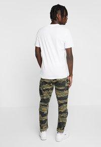Reebok Classic - BIG LOGO TEE - Print T-shirt - white - 2
