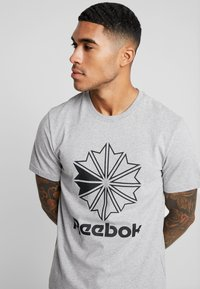 Reebok Classic - BIG LOGO TEE - Print T-shirt - medium grey heather - 4