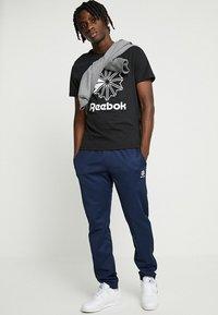 Reebok Classic - BIG LOGO TEE - T-Shirt print - black - 1
