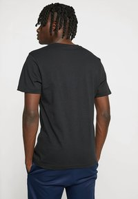 Reebok Classic - BIG LOGO TEE - T-Shirt print - black - 2