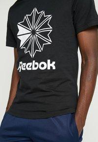 Reebok Classic - BIG LOGO TEE - T-Shirt print - black - 4