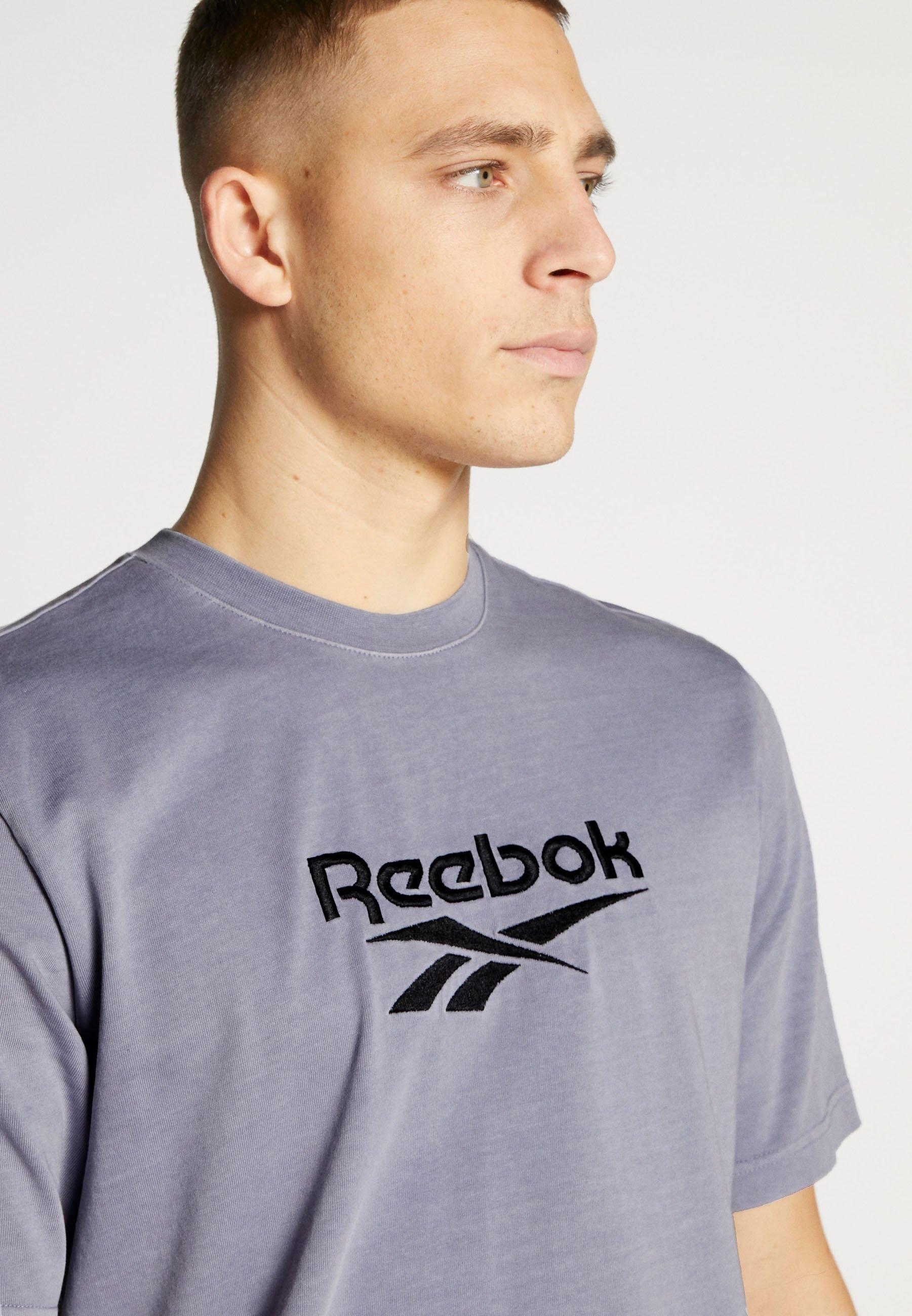 Reebok Classic PREMIUM VECTOR TEE - T-shirt z nadrukiem - viohaz