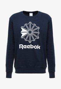 Reebok Classic - BIG STARCREST CREW - Sweatshirt - conavy/white - 3