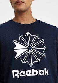 Reebok Classic - BIG STARCREST CREW - Sweatshirt - conavy/white - 4