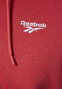 Reebok Classic - CLASSICS INTERNATIONAL GRAPHIC HOODIE - Huvtröja med dragkedja - red/white - 4