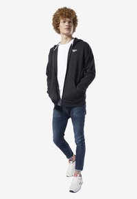 Reebok Classic - CLASSICS INTERNATIONAL GRAPHIC HOODIE - Hoodie met rits - black - 0