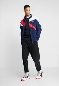 Reebok Classic - TRACK TOP LIGHT FULL ZIPPER - Kurtka wiosenna - collegiate navy - 1