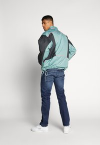 Reebok Classic - TRAIL JACKET - Wiatrówka - metallic green - 2