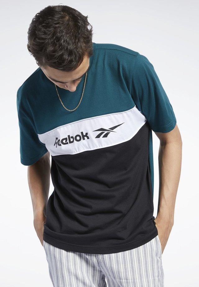 CLASSICS LINEAR TEE - Print T-shirt - green