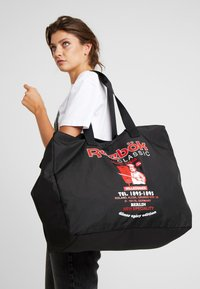 Reebok Classic - GRAPHIC FOOD TOTE - Sports bag - black - 5