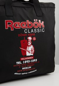 Reebok Classic - GRAPHIC FOOD TOTE - Sports bag - black - 7