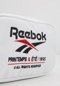 Reebok Classic - PRINTEMPS WAISTBAG - Olkalaukku - white - 7
