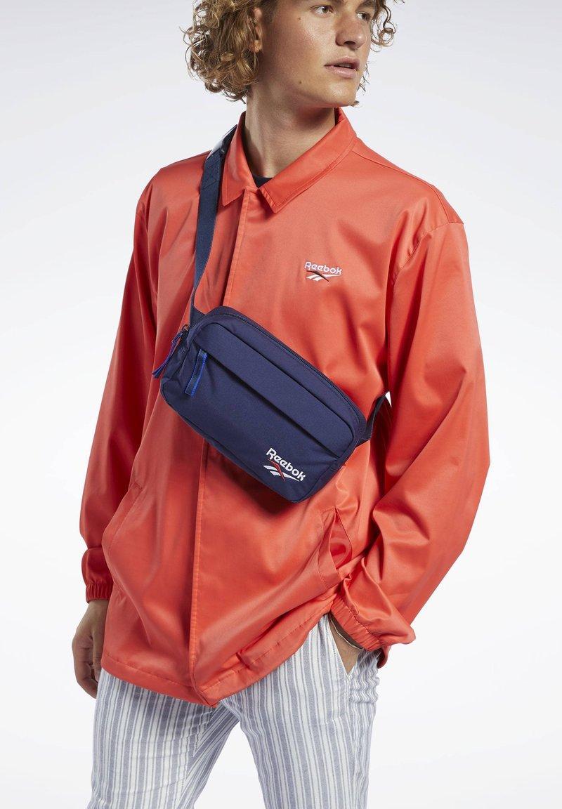 Reebok Classic - CLASSICS FOUNDATION WAIST BAG - Bæltetasker - blue