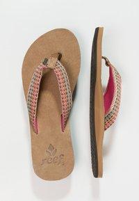 Reef - GYPSYLOVE - Sandály s odděleným palcem - pink - 3