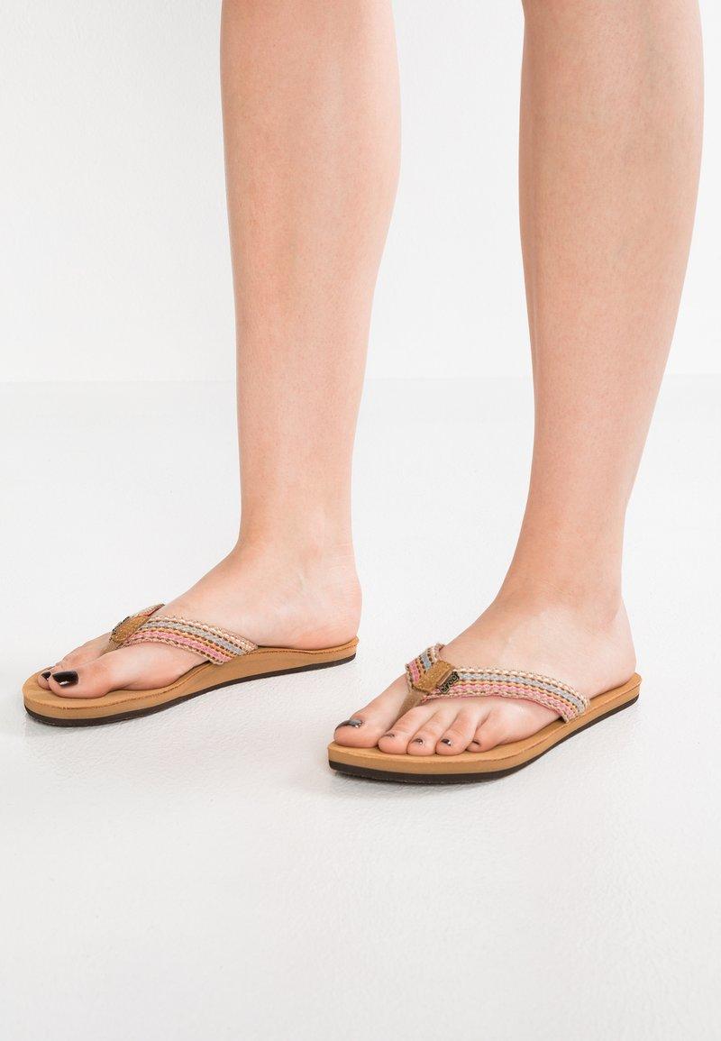 Reef - GYPSYLOVE - Sandály s odděleným palcem - pink