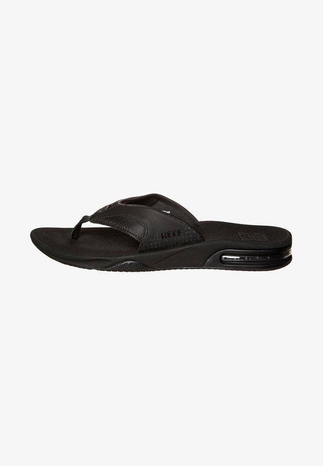 FANNING - Sandály s odděleným palcem - black