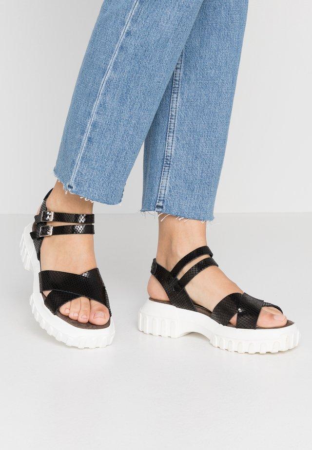 ATLAN - Sandały na platformie - black