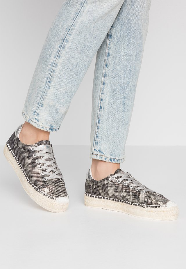 FONT - Loafers - silver