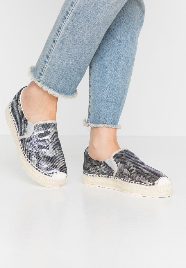 SPIDER - Loafers - silver