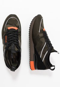 Replay - STONEWALL - Trainers - military green/orange - 1
