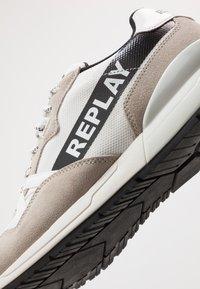 Replay - LIMERIK - Sneakersy niskie - white/black - 5