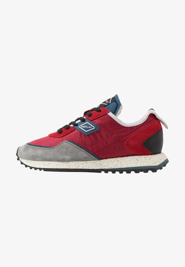 DRUM ROAD - Sneaker low - red/denim blue