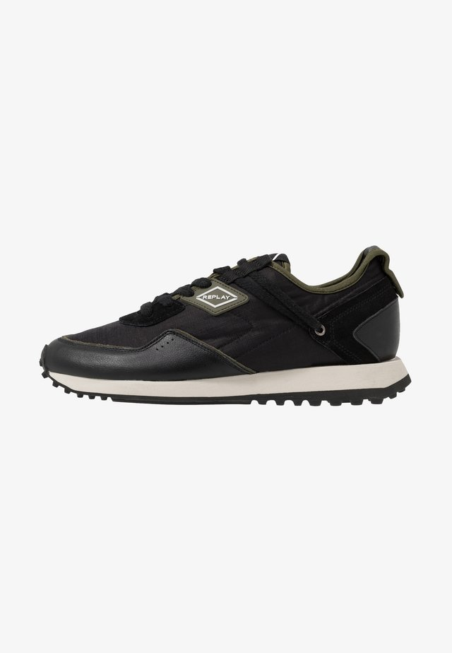 DRUM PRO GROUND - Sneaker low - black/green