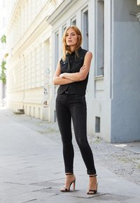 Replay - LUZ HYPERFLEX - Jeans Skinny Fit - black denim - 4