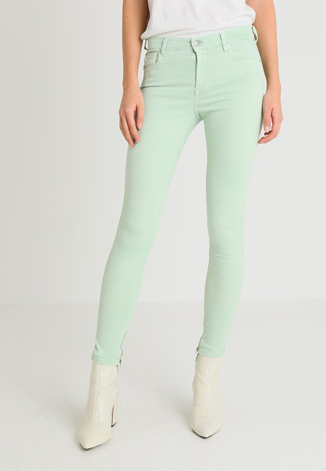 STELLA ANKLE ZIP - Stoffhose - pale green