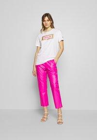 Replay - PANTS - Pantaloni - pink - 1