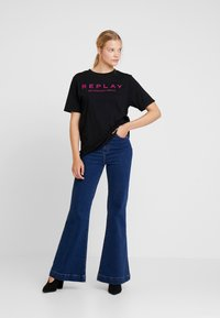 Replay - T-shirt con stampa - black - 1
