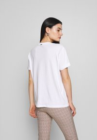 Replay - T-shirt con stampa - white - 2